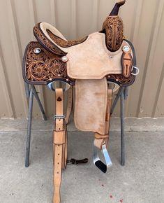 Corriente Barrel Saddle 😍 Western Horse Saddles, Cowgirl And Horse, My Horse, Western Tack, Barrel Racing Saddles, Barrel Saddle, Barrel Racing Horses, Western Pleasure Horses, Horse Show Clothes