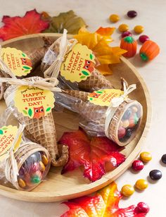 Cornucopia Candy Favors - - Are you ready for Turkey Day? This year for Thanksgiving I wanted to try making up these cute Cornucopia Candy favors to give to everyone at our family. Thanksgiving Favors, Thanksgiving Parties, Thanksgiving Decorations, Thanksgiving Cornucopia, Thanksgiving For Kids, Thanksgiving Teacher Gifts, Thanksgiving Activities, Christmas Appetizers, Thanksgiving