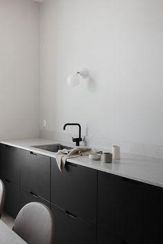 home interior design photos Kitchen Cabinets Decor, Farmhouse Kitchen Cabinets, Kitchen Cabinet Design, Interior Design Kitchen, Modern Interior Design, Interior Decorating, Kitchen Taps, Stainless Steel Kitchen, Ikea Kitchen