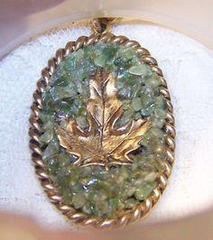 Vintage Jade Chip Gold Tone Maple Leaf Necklace Leaf Necklace, Pocket Watch, Jade, Personalized Items, Gold, Accessories, Vintage, Vintage Comics, Pocket Watches