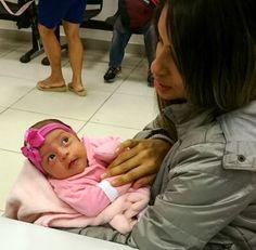 Julia Victoria completou seu primeiro mês de vida e já foi ao Poupatempo Cotia com sua mãe Rosangela tirar a Carteira de Identidade.