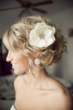 Wedding Hair:  Side bun  Wish my hair could do fun things like this!