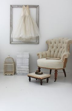 framed dress & simple decor - maybe could have a few splashes of color though ;)