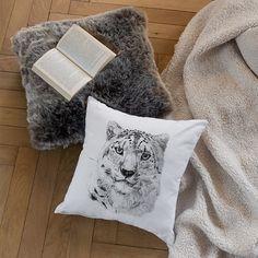 Coussin fausse fourrure Irbis - CARRE BLANC Throw Pillows, Bed Sheets, Comforter Set, Faux Fur, Slipcovers, Toss Pillows, Cushions, Decorative Pillows, Decor Pillows