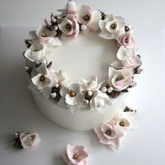 봄을 알리는 목련 플라워케이크 입니다~^^ #플라워케이크 #플라워케이크클래스 #플라워케이크원데이 #플라워케익 #꽃케이크 #케익만들기 #취미 #동대문역사문화공원역 ##flowercake #flowercakeclass #buttercream #SOSWEET
