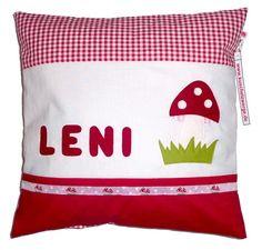 Wunderschönes Kissen aus rot / weißem Pepita-Karo mit Namens- und Pilz-Applikationen.  Name und Pilz sind aus Echtfilz (100% Schurwolle!)