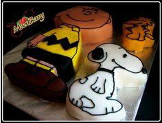 Charlie Brown,snoopy and woodstalk Cake