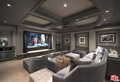 Awesome Basement Heimkino-Design-Ideen – Luxus-Interieur – Home Office Design On A Budget Home Theater Basement, Movie Theater Rooms, Home Cinema Room, Home Theater Setup, Best Home Theater, Home Theater Seating, Home Theater Design, Basement Ideas, Home Theatre Rooms