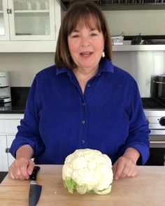 Ina Garten s Mess-Free Tip for Cutting Cauliflower Ina Garten s Mess-Free Tip for Cutting Cauliflower Maria Toledo laprefe Pollo Ina Garten recently received a question from a fan nbsp hellip Broccoli ina garten Cauliflower In Oven, Cauliflower Gratin, Cauliflower Recipes, Veggie Recipes, Oven Roasted Salmon, Veggie Main Dishes, Barefoot Contessa, Free Tips, Fruit And Veg