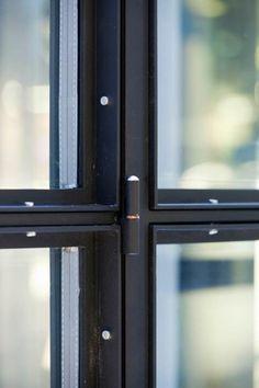 Afficher l'image d'origine #Dekru #iron #framed #doors #taatsdeuren #stalen deuren #pivot #deuren #casas #homes #vidrio #glass #vidro #puertas #doors #portas #stalen #black doors #internal #glass #steel #Stålglaspartier 인테리어의 핫 아이템 폴딩도어 ~ > 인테리어 이야기 | 웰컴아이 - 세상의 모든 견적 다 모여라~