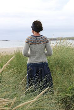 Ravelry: Ásta Sóllilja pattern by Kate Davies Designs Knitting Projects, Knitting Patterns, Knitting Ideas, Norwegian Knitting, Icelandic Sweaters, Vintage Street Fashion, Fair Isle Knitting, Knitting Room, Cardigan