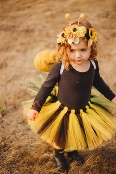fantasias simples masculina Adorable Toddler Halloween Costumes That Will Be Trendy Forever Bee Halloween Costume, Toddler Halloween Costumes, Halloween Kids, Halloween Season, Halloween Crafts, Diy Girls Costumes, Cute Costumes, Family Costumes, Costume Ideas