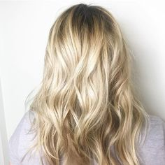 Refreshed blonde #balayage for this mama to be⭐️ Hair painted with wells blondor  Styled with evo hair  _________________  #hairpainting #balayage #blonde #summerhair #maneenvy #maneful #Regram via @amandazeolla.hair