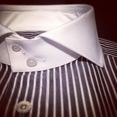 Black stripe and white collar for my client. (à Rue du cirque Paris Club Collar Shirt, High Collar Shirts, Shirt Collar Styles, Shirt Collars, Mens Shirt And Tie, Clothing Store Interior, Color Combinations For Clothes, Bespoke Shirts, Designer Suits For Men