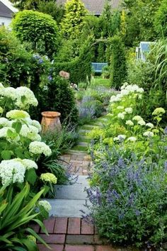 Front Garden Design Embrace immediate mood boosters by nurturing engaging garden space in your backyard.Front Garden Design Embrace immediate mood boosters by nurturing engaging garden space in your backyard. White Gardens, Small Gardens, Outdoor Gardens, The Secret Garden, Secret Gardens, Hidden Garden, Dream Garden, Garden Path, Lush Garden