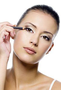 Conoce cómo sacar partido a tus ojos. Si tienes los ojos pequeños aprende unos sencillos trucos de maquillaje que agrandarán e iluminarán tu mirada.