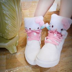 Get these Hello Kitty shoes at Rakuten Global Market!