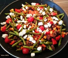 Vegetable pan with minced meat and feta recipe - Schnelle Rezepte - Meat Recipes Grilling Recipes, Meat Recipes, Asian Recipes, Dinner Recipes, Healthy Recipes, Ethnic Recipes, Vegetable Dishes, Vegetable Recipes, Be Light