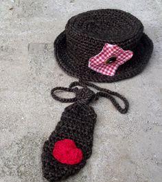 Conjunto de chapéu e gravatinha confeccionado em crochê. detalhes - coração de crochê , retalho tecido e botão. cor - marrom tamanhos - 0 a 3 / 3 a 6 / 6 a 9 / 9 a 12 meses. R$ 49,90