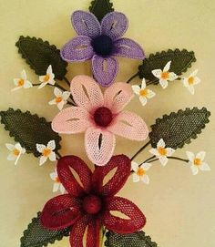 This Pin was discovered by HUZ Needle Lace, Needle And Thread, Sisal, Diy Flowers, Crochet Flowers, Point Lace, Lace Making, Needlepoint, Needlework