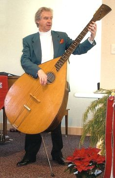 Bass mandolin. Haven't seen that before. :) Now if I could just transport that to a jam... ;)