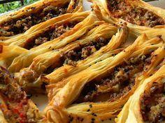 Fırında Kıymalı Kat Kat Börek. | Vişnap