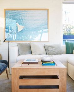 What better way to spend your afternoon than shopping straight from the inimitable Courteney Cox's dreamy Malibu house?!✨Tap the link in our profile for more details on her favorite personal pieces (like this teak coffee table) at just marked down prices!✨ [: @laurejoliet]