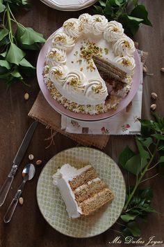 Pastel de pistachos con relleno de queso (Pistachio Layer Cake with Cheese Frosting) - Mis Dulces Joyas