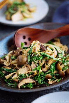 With just a handful of ingredients and 15 minutes this Warm Mushroom Salad with Sesame Dressing can jazz up your dinner any night of the week Easy Japanese Recipes at Easy Japanese Recipes, Asian Recipes, Ethnic Recipes, Asian Foods, Easy Recipes, Japanese Salad, Japanese Food, Japanese Dinner, Japanese Kitchen