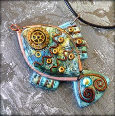 Clay, beads and metalic findings in one fishy. Polymer Clay Fish, Polymer Clay Pendant, Fimo Clay, Clay Beads, Polymer Clay Jewelry, Polymer Project, Polymer Clay Projects, Polymer Clay Creations, Diy Fimo