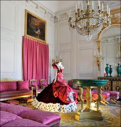 Maison Christian Dior in the Salon des Malachites. © Christian Milet, courtesy Château de Versailles and Musée Galliera. - See more at: http://girlsguidetoparis.com/paris-fashion-centuries-couture/#sthash.K68XR41d.1nUcZX4X.dpuf