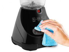 Nada de deixar restinhos de comida no liquidificador além de nojento pode proliferar bactérias e fungos como o mofo/bolor. Tem liquidificador que fica com borracha ou tampa cheia de pintinhas pretas causadas pelo mofo/bolor.  LIMPEZA LEVE: DIA A DIA Logo após o uso lave, se for necessário encha o copo com água para amolecer…