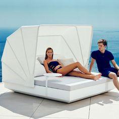 Transat Vela Daybed Vondom tilt white matte with sunshade Outdoor Daybed, Parasols, Building A Pool, Hotel Pool, Pergola Designs, Outdoor Entertaining, Furniture Collection, Garden Beds, Minimalist Design
