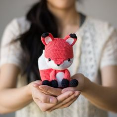 See the making behind this crochet amigurumi fox named Finnley!  He has so much character with his big bushy tail and protruding snout!