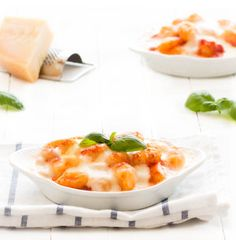 Gnocchi alla sorrentina (gnocchi Sorrento style) is a mouthwatering dish made with simple ingredients: gnocchi, tomato sauce, mozzarella and basil.