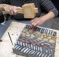 Step by step instructions for making a precast pebble mosaic (cast inside a frame) . stones are grouted, then backed with concrete - great method for creating custom garden pieces! posted by Ward's Island Community Pebble Mosaic Project: Mosaic Stepping Stones, Pebble Mosaic, Mosaic Art, Mosaic Glass, Mosaic Tiles, Rock Mosaic, Stained Glass, Paving Stones, Tiling