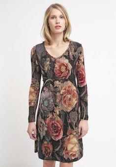 Ivko €149,95 gebreide getailleerde jurk met V-hals met bloemen patroon en lange mouwen.