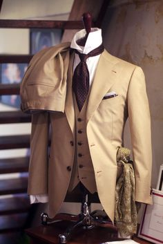 Summer 3 piece two button cutaway suit. I love this style.