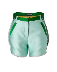 Instant-Chic für Daily- und Cocktail-Looks! Die Patchwork-Shorts von Ostwald Helgason sind ein echter Eyecatcher.