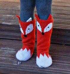 Keep those little toes warm but cute with these Little Foxy Socks! Cute pattern adds some wow factor to a must have fall accessory for all kids. With changing the colours you can turn the Little Foxy Socks into Little Raccoon socks :) Diy Crafts Knitting, Knitting For Kids, Baby Knitting, Crochet Socks, Knitting Socks, Yarn Projects, Knitting Projects, Fall Accessories, Socks