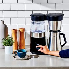 Free Coffee Maker, Pour Over Coffee Maker, Coffee Maker Reviews, Best Coffee Maker, Coffee Shop, Coffee Brewer, Coffee Cups, Standard Coffee, Coffee Machine