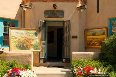 Down on Canyon Road, you will find a world-class selection of art galleries, shops and eateries. It's a must-see place to wander in Houses In America, Santa Fe Nm, Canyon Road, Home Trends, Romantic Getaways, New Mexico, Lovers Art, Amazing Art, Beautiful Places