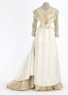 1897-1899 dress: silk damask trimmed with silk mull, American (St. Paul, Minnesota). Via Minnesota Historical Society Collections.