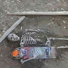 skeleton with skateboard skater skating dead buried death Photowall Ideas, Grunge Photography, Skater Boys, Skate Style, After Life, My Vibe, Thrasher, Skateboards, Aesthetic Pictures