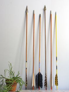 vintage wooden archery arrow vintage wooden archery arrow with real feathers. love the modern, simple look of these. colors looks great together.