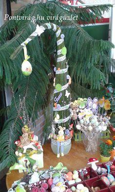 Pontvirág.hu virágüzlet, húsvéti asztaldísz, grincsfa Needle Felting, Christmas Wreaths, Sweet Home, Table Decorations, Holiday Decor, Diy, Home Decor, Wheelbarrow, Easter