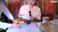 Jordi Rebellón visita el restaurante Casa Botín. Coat, Restaurants, Sewing Coat, Peacoats, Coats, Jacket