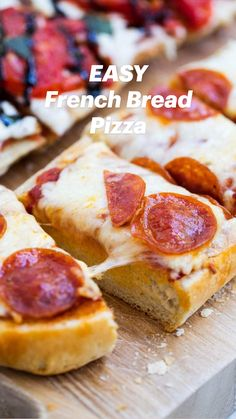 Pizza Recipes, Dinner Recipes, Cooking Recipes, Garlic Bread Pizza, Slice Bread Pizza Recipe, Pizza Recipe Easy, Homemade Pizza Recipe, Homemade French Bread, French Bread Pizza