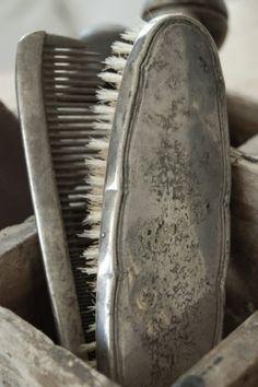 vintage brush & comb set {old silver} - grey / gris Vintage Love, Vintage Silver, Antique Silver, Vintage Romance, Vintage Antiques, Vintage Items, Gris Taupe, Tarnished Silver, Sterling Silver