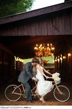 I'm obsessed with bicycles built for 2!! Must have wedding photo!